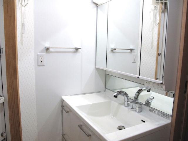洗面横キッチンパネル洗面コンセント