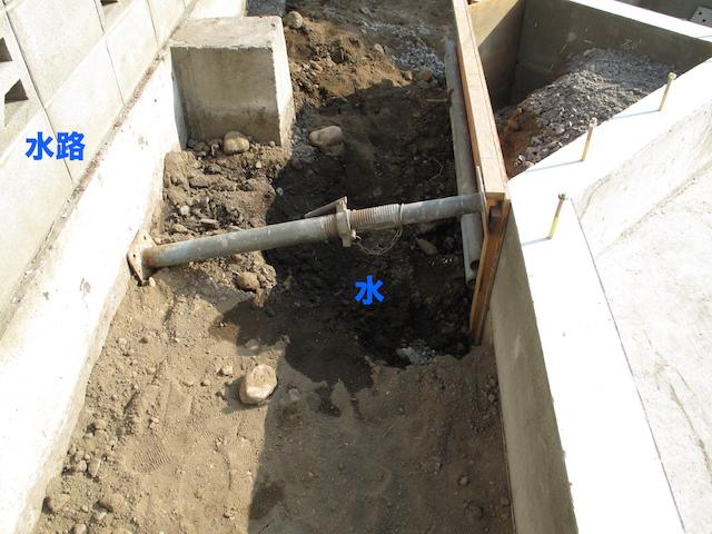 側溝からの水漏れ