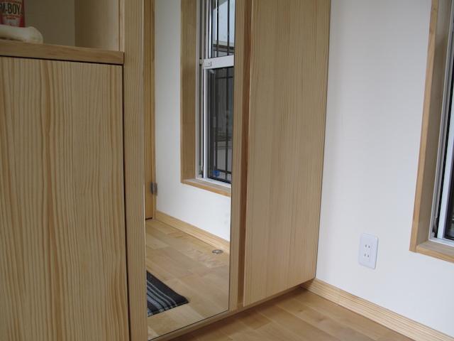 玄関収納に取り付けるスリッパ収納