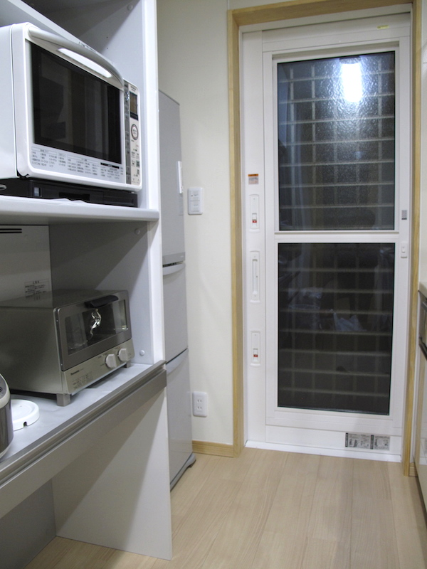 使いやすいキッチンは冷蔵庫の配置を下げる