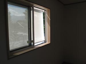 夏の窓の日除け(サンシェード)リクシルスタイルシェード内側2