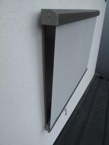 夏の窓の日除け(サンシェード)リクシルスタイルシェード閉じた所