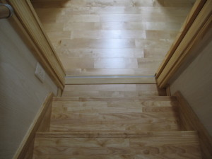 リビング内階段の寒さ対策引き戸2階