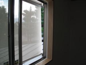 夏の窓の日除け(サンシェード)リクシルスタイルシェード内側