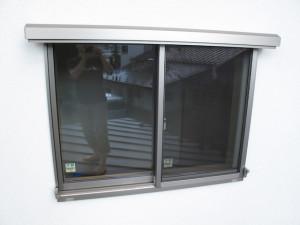 夏の窓の日除け(サンシェード)リクシルスタイルシェード外側2