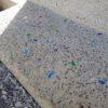 洗い出しコンクリートと破砕琉球ガラスの玄関ステップ